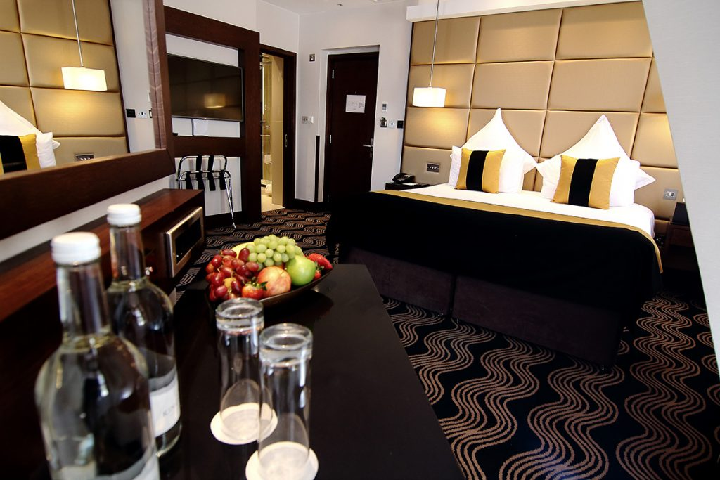 Best budget hotels in london park grand london blog for Best private dining rooms west end london